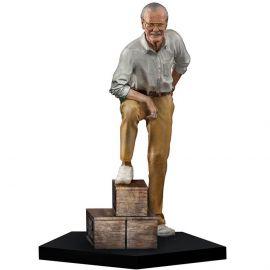 Stan Lee 1/10 Art Scale (VERSÃO REGULAR) - Iron Studios