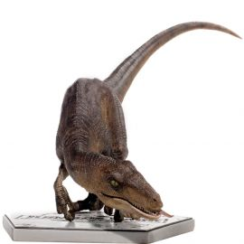 Velociraptor Crouching 1/10 Art Scale - Jurassic Park - Iron Studios